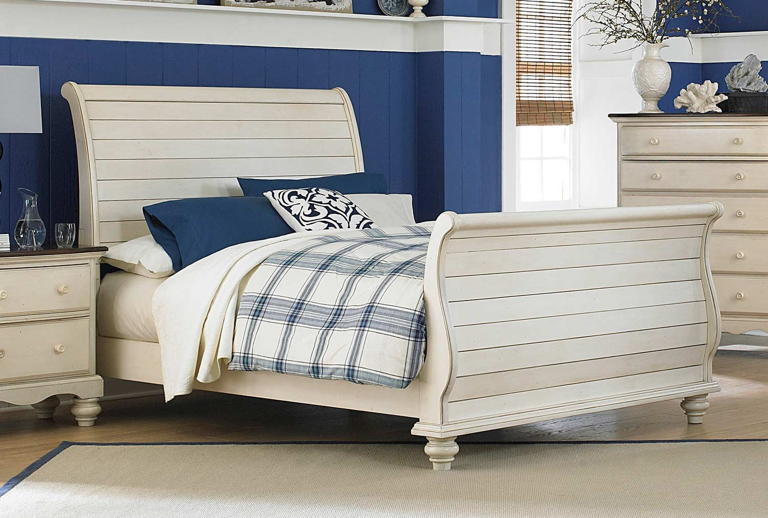 hillsdale pine island sleigh bed old white 1052b bed hillsdale pine island sleigh bed in dark pine 1215bxr