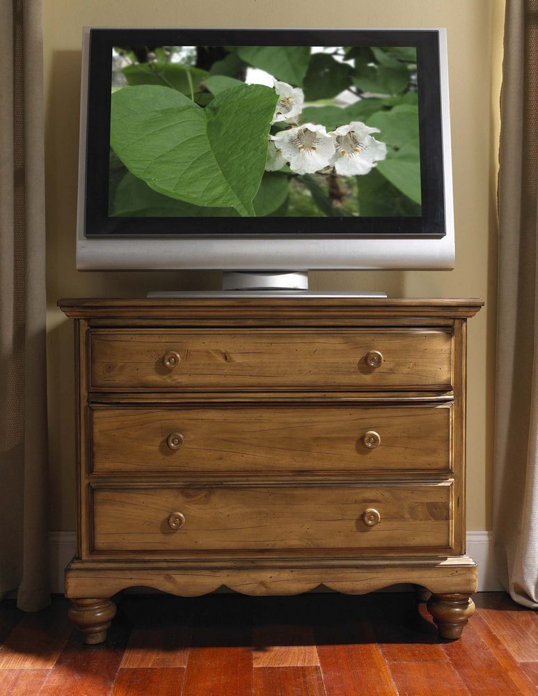 Hillsdale Hamptons TV Chest - Weathered Pine