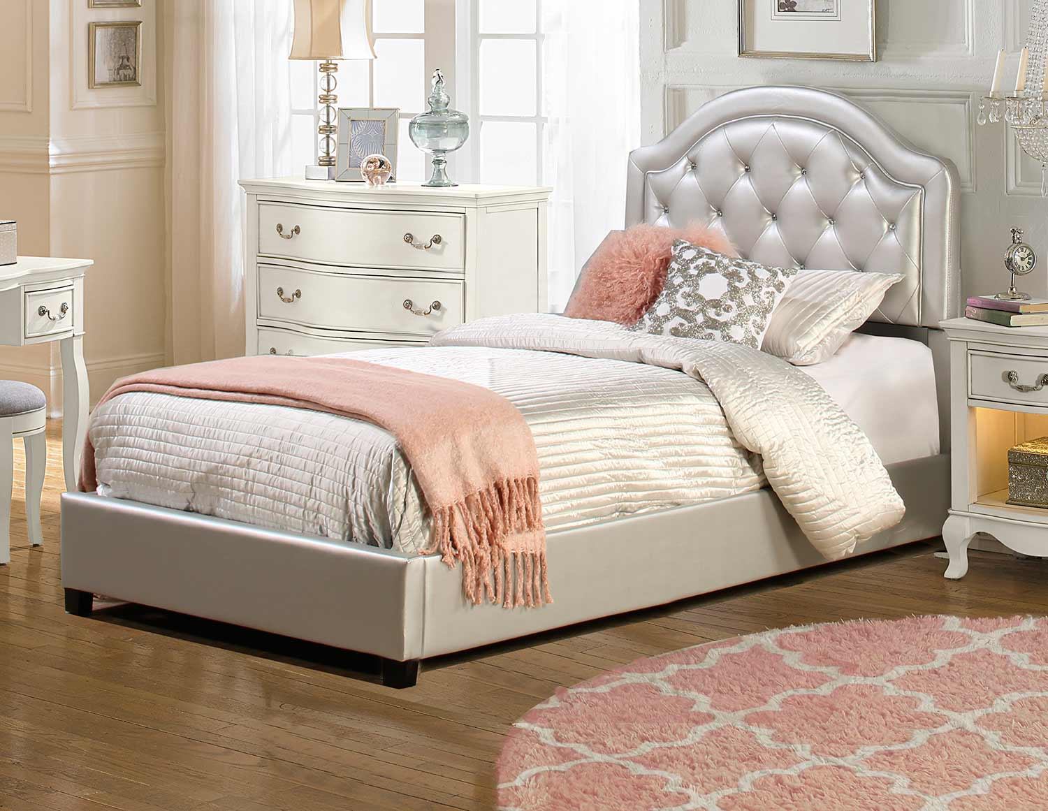 Hillsdale Karley Bed - Silver