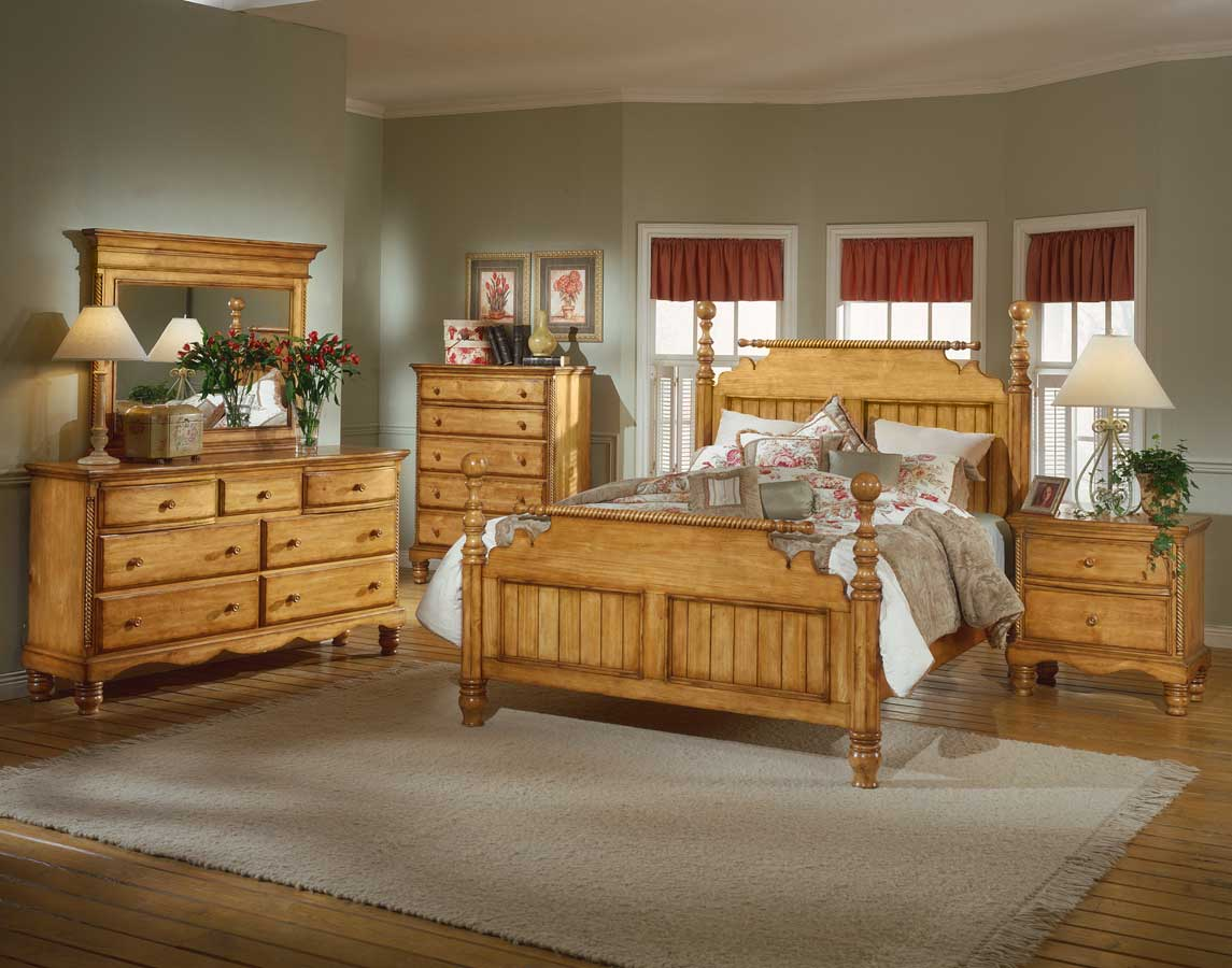 Hillsdale Wilshire Post Bed - Antique Pine